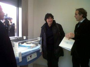 L'Assessore Comunale Stefania Saccardi, il direttore di neonatologia Carlo Dani e il primario della maternità Gianfranco Scarselli