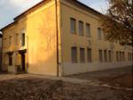 La vecchia struttura scolastica che verrà demolita e ricostruita