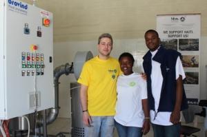 Il tecnico Stefano Vinotto della Ditta Brovind è arrivato ad Haiti per tenere un corso di formazione e aggiornamento professionale sui macchinari per fare il peanut butter